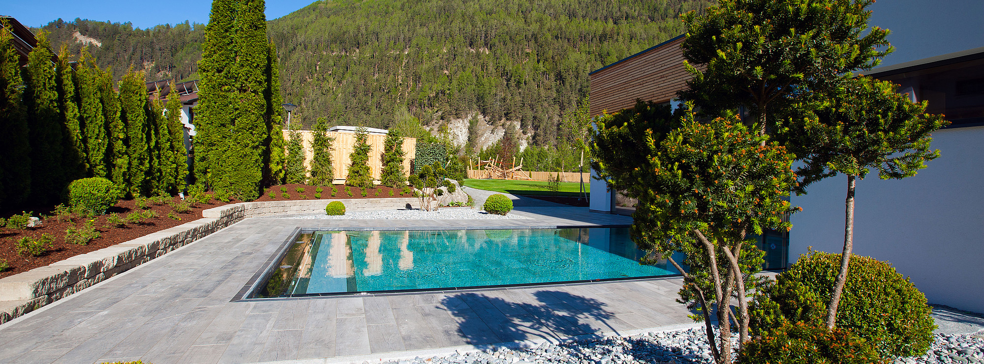 beautiful gartenanlage mit pool gallery. Black Bedroom Furniture Sets. Home Design Ideas