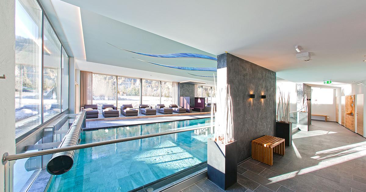 Hotel mit schwimmbad in tirol 4 hotel truyenhof for Modernes wellnesshotel tirol